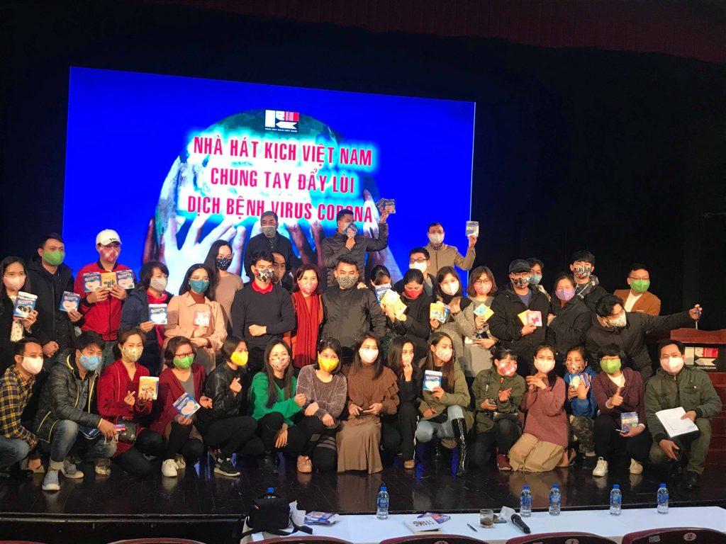 Nghệ sĩ nhà hát kịch Việt Nam hưởng ứng đeo khẩu trang sợi hoạt tính Kissy để phòng chống covid-19